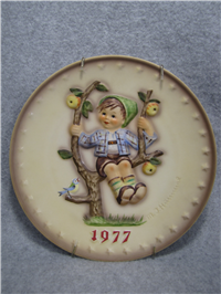 1977 BOY ON SWING 7th Annual 7-1/2 inch Plate  (Hummel 270, TMK 5)
